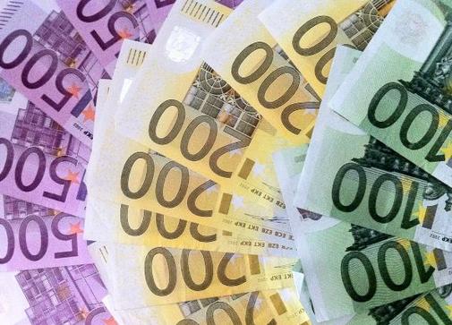 Dinheiro_Euros_Morguefile_sfluehnsdorf