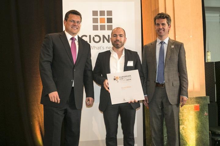 Nuno Miller ao receber o prémio 2014 European CIO of the Year